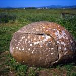 ポルトトーレスの丸石(サルディニア)Monte d'Accoddi Porto Torres (Sardegna)